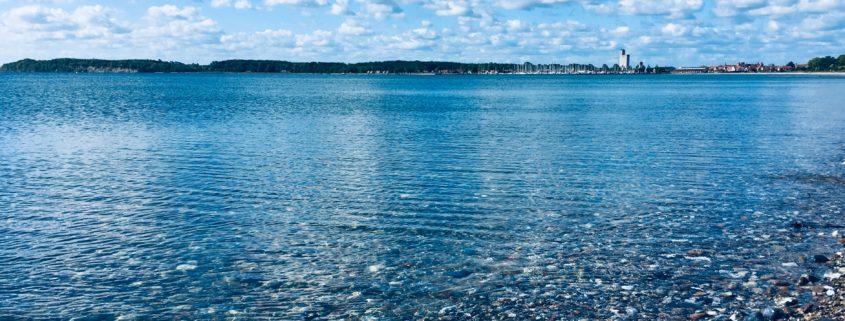 Blauw water in Kerteminde, Denemarken